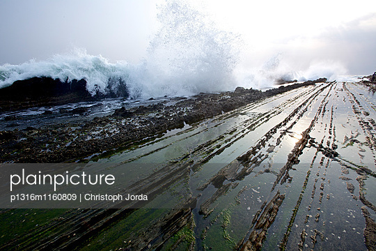 Meeresbrandung, Jakarta, Java, Indonesien - p1316m1160809 von Christoph Jorda