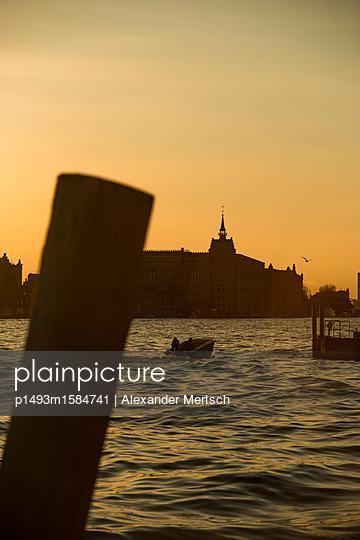 Hilton Molino Stucky in Abenddämmerung, Venedig - p1493m1584741 von Alexander Mertsch