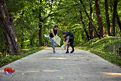 Couple plogging on forest path - p300m2140992 by Zeljko Dangubic