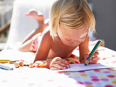 Little girl drawing a picture in the sun - p4292518f by Ghislain & Marie David de Lossy