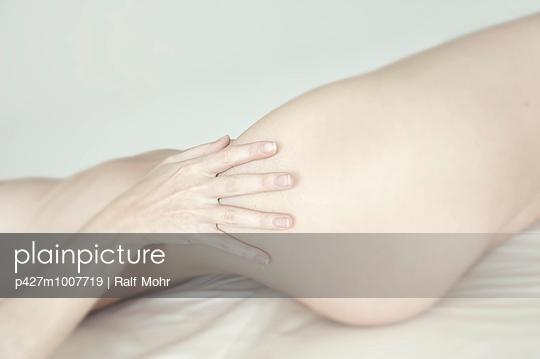 Frauenkörper - p427m1007719 von R. Mohr