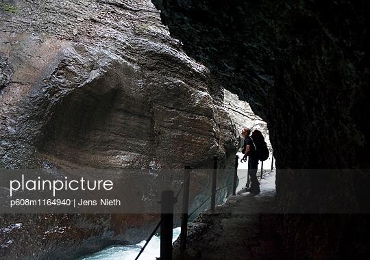 Wandern, Partnachklamm - p608m1164940 von Jens Nieth