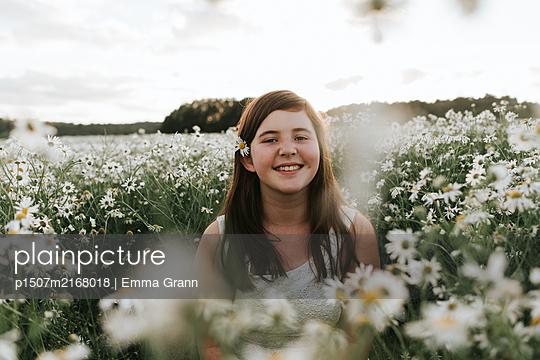 Girl in flower field - p1507m2168018 by Emma Grann