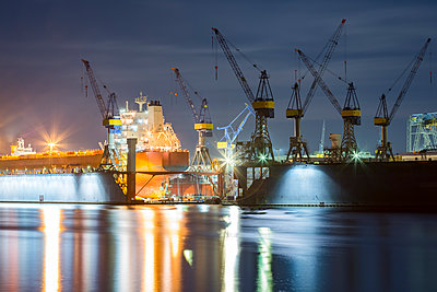 Germany, Hamburg, Ship in a Dock at Blohm and Voss - p300m1115028f by Stefan Kunert