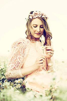 Romantic woman - p992m1045227 by Carmen Spitznagel