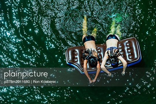 p378m2011680 von Ron Koeberer