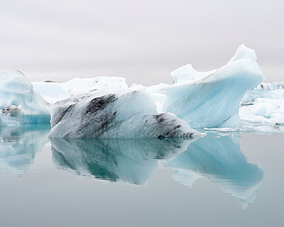 Glacier lagoon - p1124m1060305 by Willing-Holtz
