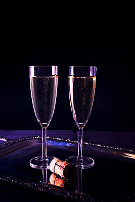Two glasses of champagne - p1149m2039131 by Yvonne Röder
