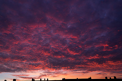 Sunset - p427m2142188 by Ralf Mohr