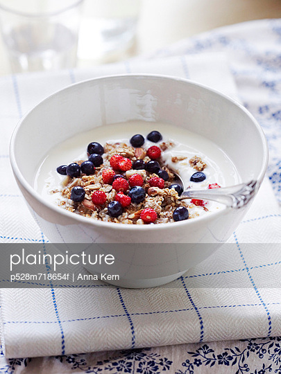 Bowl of yogurt with cereal and berries - p528m718654f by Anna Kern