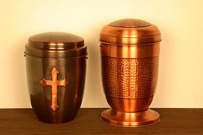 Zwei Urnen - p1650252df von Andrea Schoenrock