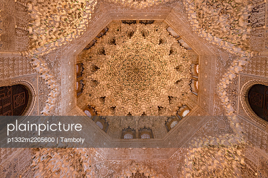 Spain, Granada, Alhambra, Ceiling - p1332m2205600 by Tamboly