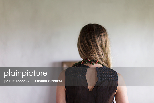 Girl, rear view - p312m1533327 by Christina Strehlow