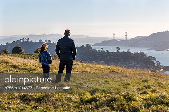 Blick zur Golden Gate Bridge - p756m1214677 von Bénédicte Lassalle