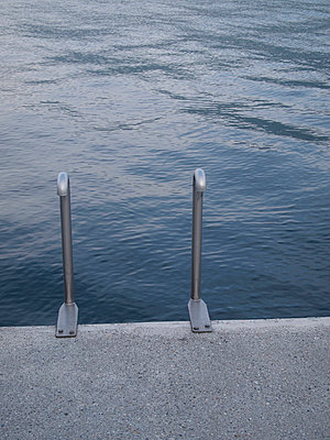badeleiter lago maggiore - p627m671159 by Hendrik Rauch