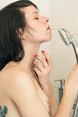 Shower - p1076m939914 by TOBSN