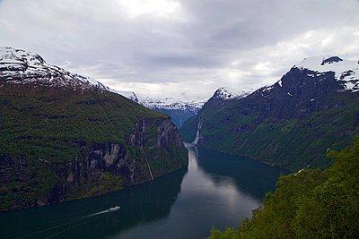 Geirangerfjord - p1399m1444680 by Daniel Hischer
