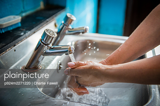 UK, England, Devon, Close-up of woman washing hands - p924m2271220 by Charlie Fawell