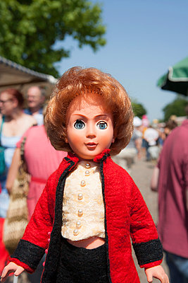 Mature doll between people - p1093m891900 by Sven Hagolani