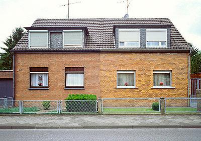 Doppelhaushälfte - p2560173 von Anton Badin