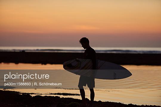 Surfer  - p430m1588893 von R. Schönebaum