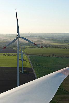 Windpark Wundersleben - p1079m881317 von Ulrich Mertens