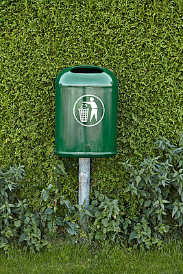 Dustbin - p1092m879835 by Rolf Driesen