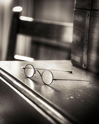 Eyeglasses in Mark Twain Museum  - p1154m1217578 by Tom Hogan