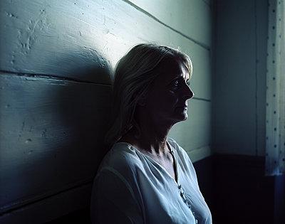 Portrait of woman musing - p945m1163026 by aurelia frey
