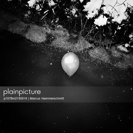 Der einsame Ballon - p1578m2150516 von Marcus Hammerschmitt