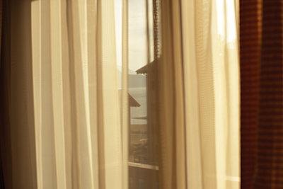 Blick aus dem Fenster - p1462m1538291 von Massimo Giovannini