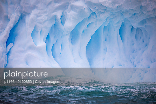 Zodiac amoungst icebergs - p1166m2130853 by Cavan Images