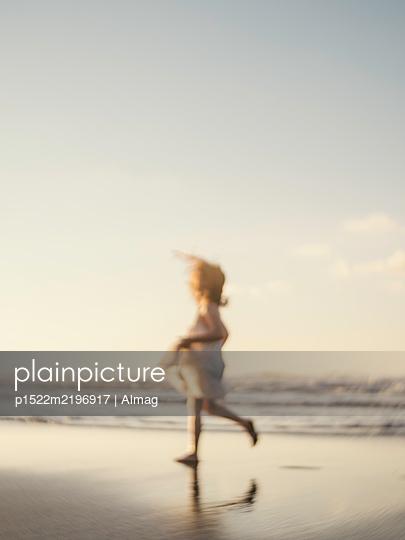 Spain, Girl runs on the beach - p1522m2196917 by Almag