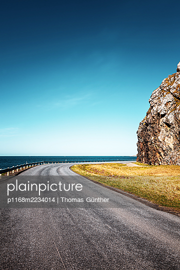 Norway, Coast road - p1168m2234014 by Thomas Günther