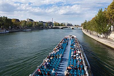 Parisian trip on a river boat - p1513m2043929 by ESTELLE FENECH