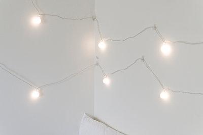 White light - p1556m2132193 by Alma Vestlund