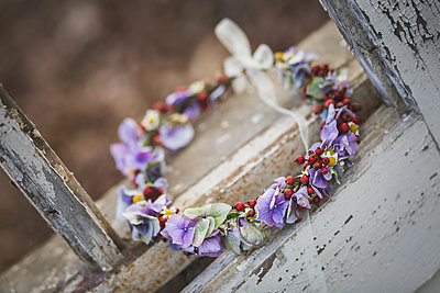 Floral wreath in weathered window frame - p300m1204532 by Anke Scheibe