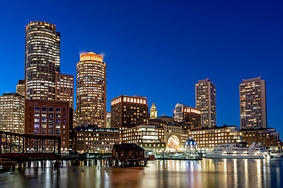 Boston Seaport by night - p401m2196333 by Frank Baquet