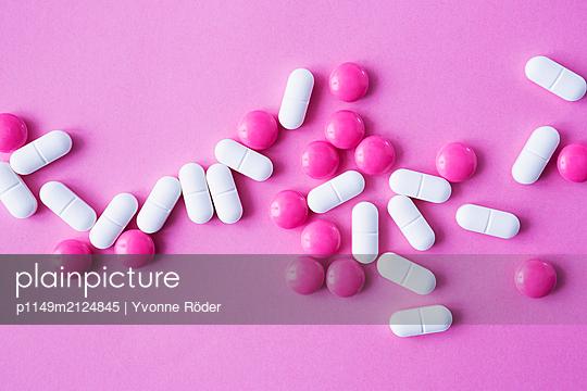 Pills - p1149m2124845 by Yvonne Röder