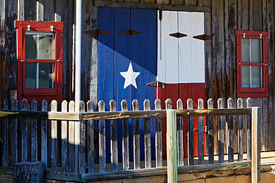Texas Flag Painted on a House - p1100m2090929 by Mint Images