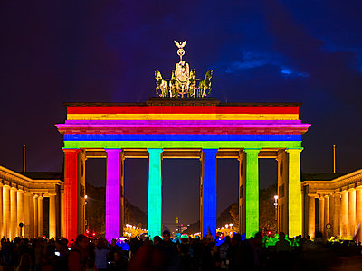 Brandenburg Gate, rainbow colours, light show - p885m2200460 by Oliver Brenneisen