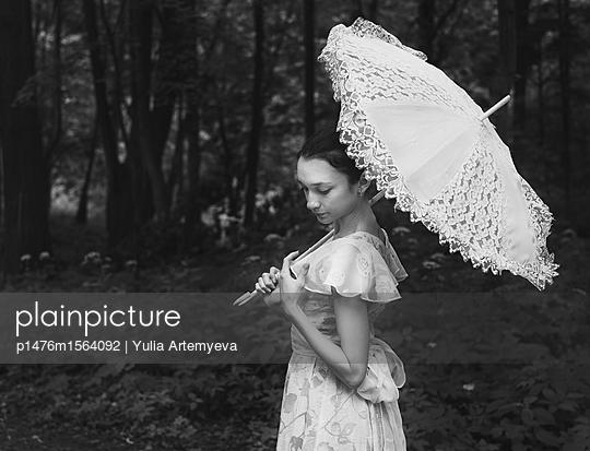 Ballerina with umbrella - p1476m1564092 by Yulia Artemyeva