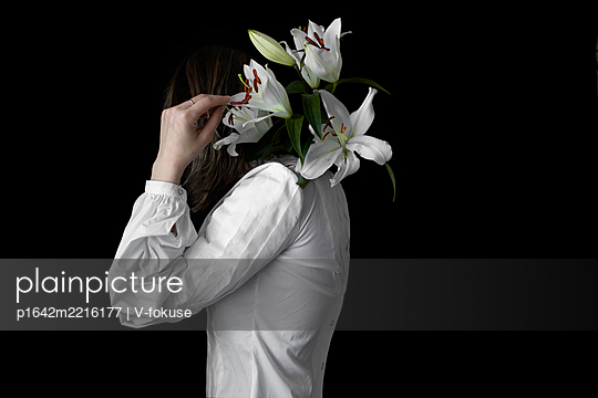 Art portrait with white lily - p1642m2216177 by V-fokuse
