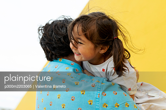Portrait of happy little girl having fun with her father - p300m2203065 by Valentina Barreto