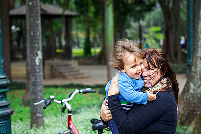 mother and little boy cuddling in the park - p1166m2190709 by Cavan Images