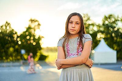 Portrait of young girl - p430m2100535 by R. Schönebaum