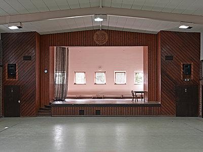 Turnhalle mit Bühne - p1292m1122894 von Niels Schubert