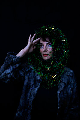 Woman with Christmas decoration - p1521m2141357 by Charlotte Zobel