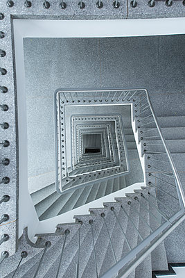 Empty staircase - p427m2008437 by R. Mohr