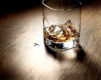 Glass filled with whiskey  - p851m1362575 by Lohfink